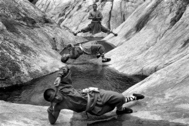 Arta de a-ti depasi limitele: Antrenamentul calugarilor Shaolin - Poza 2