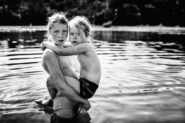 Copiii lumii, in poze alb-negru - Poza 20