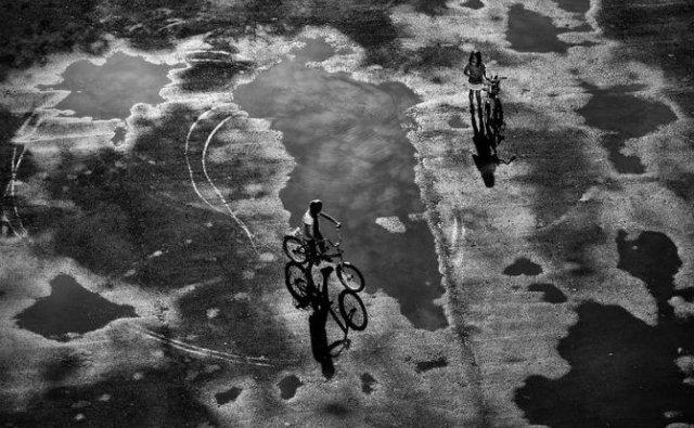 Copiii lumii, in poze alb-negru - Poza 27