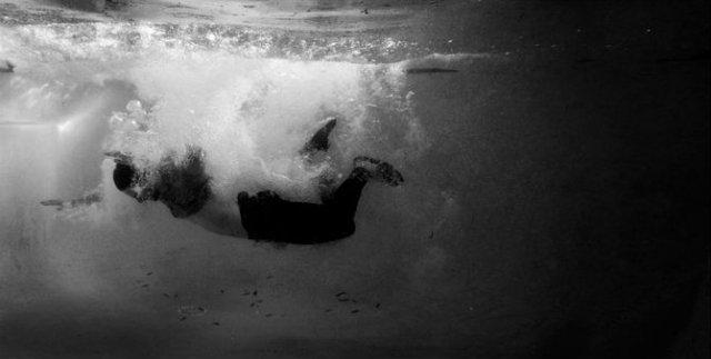 Desfigurat de depresie: Autoportretele unui fotograf suferind - Poza 12