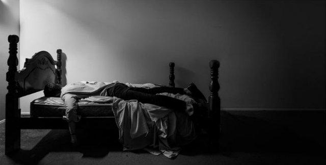 Desfigurat de depresie: Autoportretele unui fotograf suferind - Poza 13