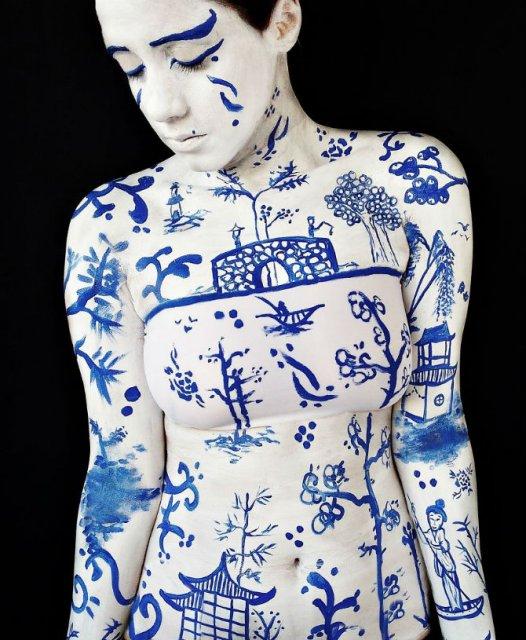 Artista cu trupul-ecran: Isi prezinta creatiile cu ajutorul corpului - Poza 5