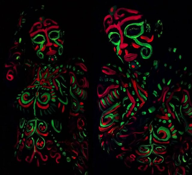 Artista cu trupul-ecran: Isi prezinta creatiile cu ajutorul corpului - Poza 8