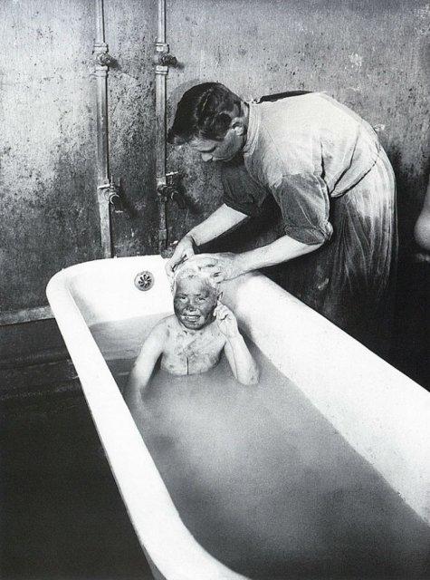 Sapte decenii de fotografie sovietica, in alb si negru - Poza 1