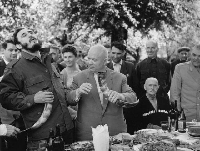 Sapte decenii de fotografie sovietica, in alb si negru - Poza 14