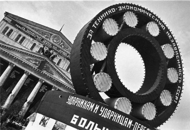 Sapte decenii de fotografie sovietica, in alb si negru - Poza 3