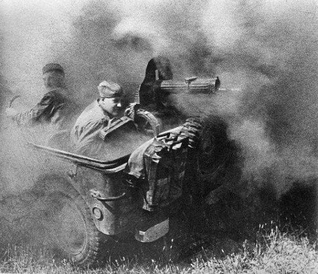 Sapte decenii de fotografie sovietica, in alb si negru - Poza 6