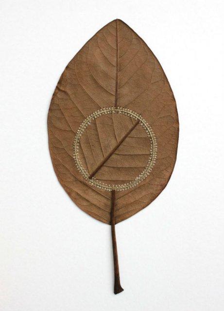 Toamna se impletesc contrastele: Ornamente crosetate in frunze uscate - Poza 13