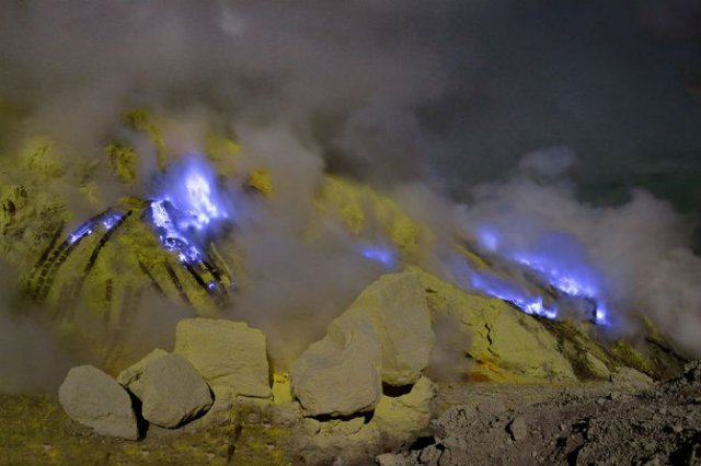 Kawah Ijen - Vulcanul cu lava albastra
