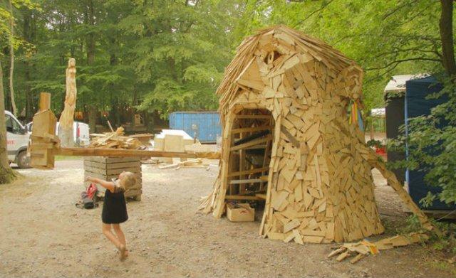 Creaturi uriase de poveste, facute din resturi de lemn - Poza 4