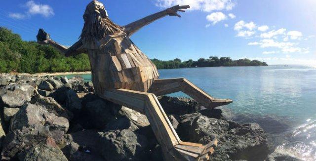 Creaturi uriase de poveste, facute din resturi de lemn - Poza 7