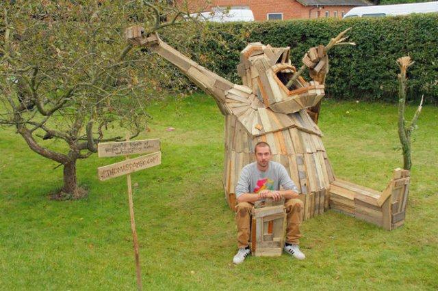 Creaturi uriase de poveste, facute din resturi de lemn - Poza 8