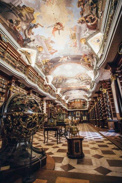 Klementinum - Biblioteca bijuterie din Praga, care a uimit lumea