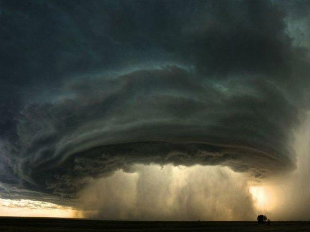 Calatorie aeriana printre cei mai frumosi nori - Poza 1