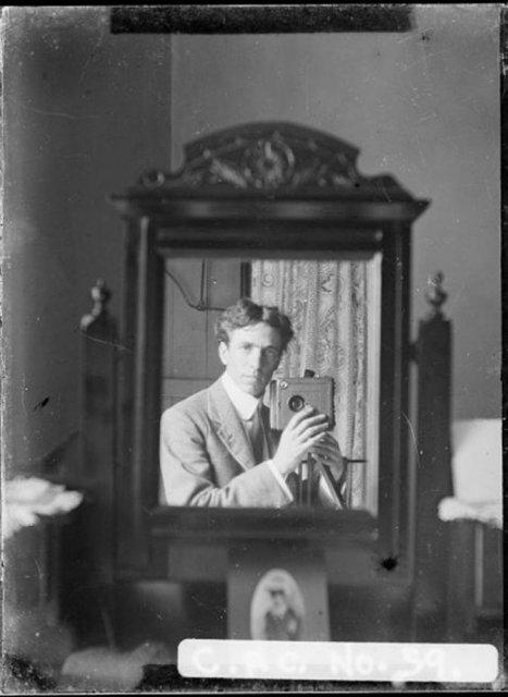 Cele mai vechi selfi-uri din lume - Poza 3