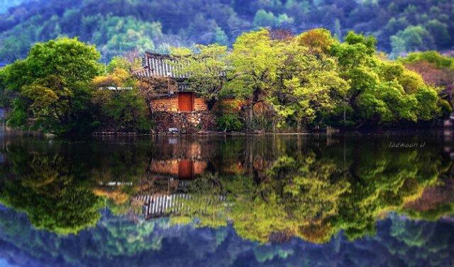 Peisaje superbe din Coreea de Sud, oglindite in apa