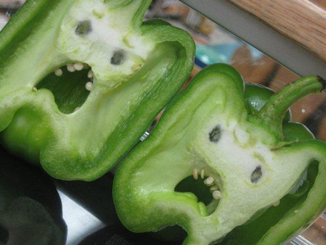 Fructe si legume cu infatisari hazlii - Poza 16