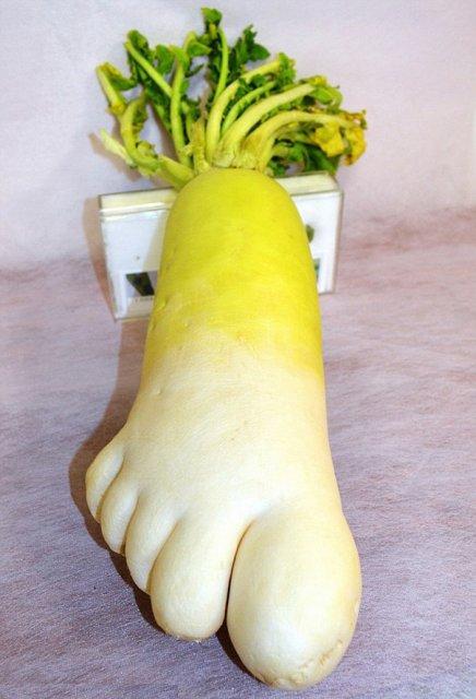 Fructe si legume cu infatisari hazlii - Poza 6