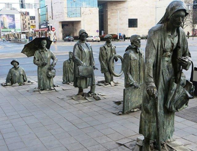 Povestitorii tacuti: 18 Sculpturi impresionante din jurul lumii - Poza 1
