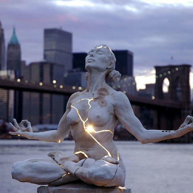 Povestitorii tacuti: 18 Sculpturi impresionante din jurul lumii - Poza 2