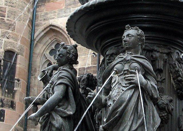 Sculpturi haioase din toate colturile lumii - Poza 15