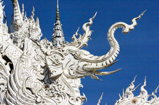 Wat Rong Khun: Templul budist, inspirat din filme SF - Poza 2