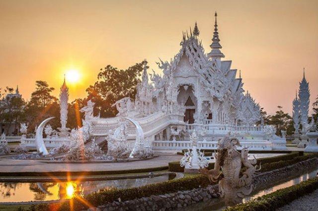 Wat Rong Khun: Templul budist, inspirat din filme SF - Poza 3