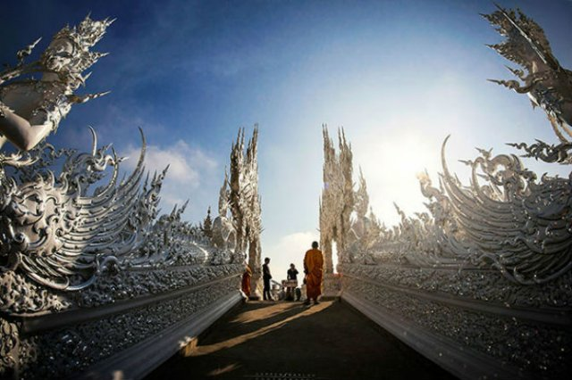 Wat Rong Khun: Templul budist, inspirat din filme SF - Poza 4