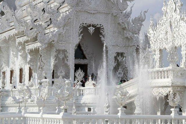 Wat Rong Khun: Templul budist, inspirat din filme SF - Poza 5