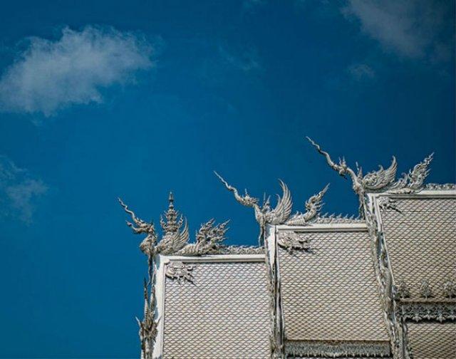 Wat Rong Khun: Templul budist, inspirat din filme SF - Poza 6