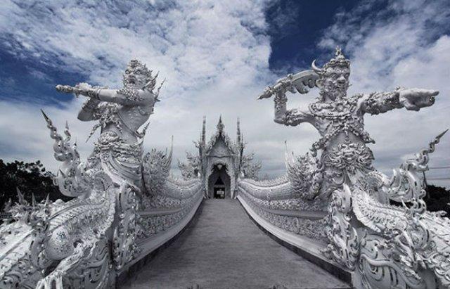 Wat Rong Khun: Templul budist, inspirat din filme SF - Poza 8