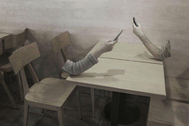 Joaca de-a v-ati ascunselea: Mereu absenti, impreuna cu ceilalti - Poza 1