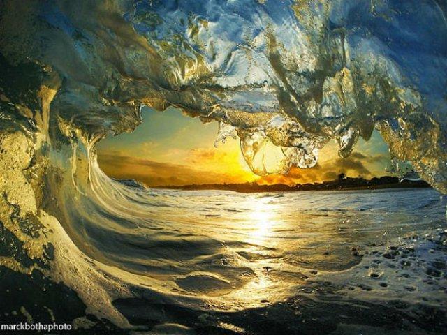 Lumea vazuta printre valuri - Poza 1