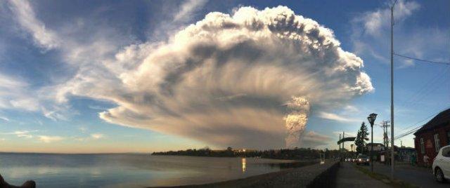 O manifestare nestapanita a vulcanului Calbuco, in 11 poze explozive - Poza 10