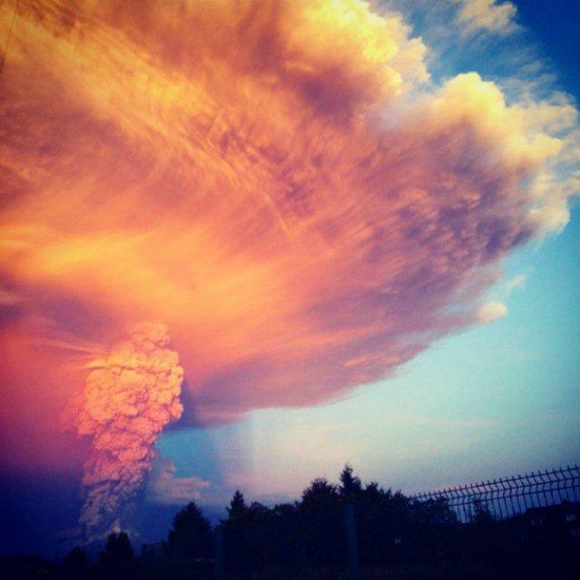O manifestare nestapanita a vulcanului Calbuco, in 11 poze explozive - Poza 11