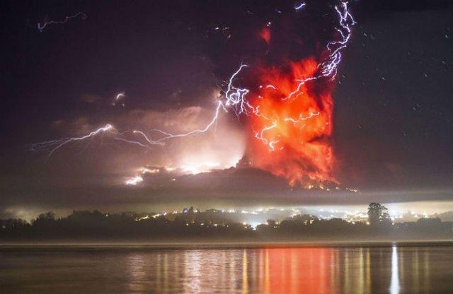 O manifestare nestapanita a vulcanului Calbuco, in 11 poze explozive - Poza 3