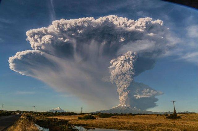 O manifestare nestapanita a vulcanului Calbuco, in 11 poze explozive - Poza 5
