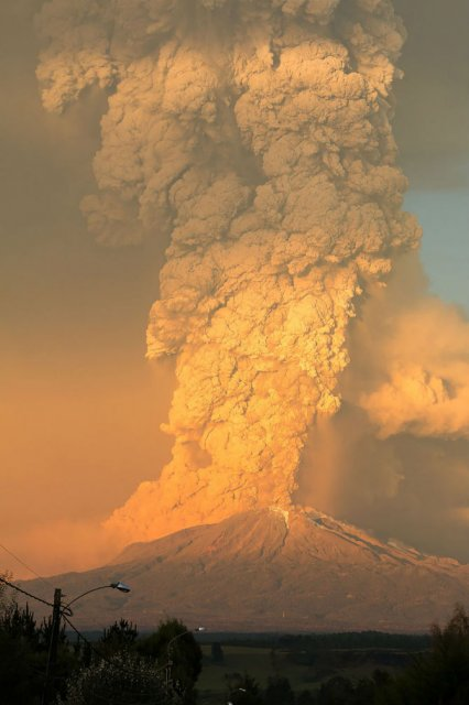 O manifestare nestapanita a vulcanului Calbuco, in 11 poze explozive - Poza 6
