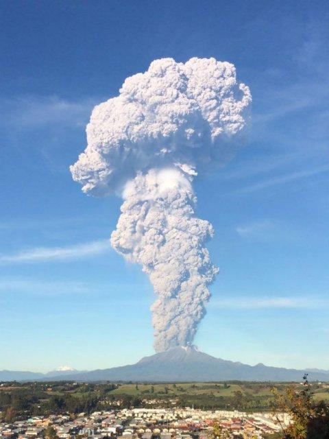 O manifestare nestapanita a vulcanului Calbuco, in 11 poze explozive - Poza 8