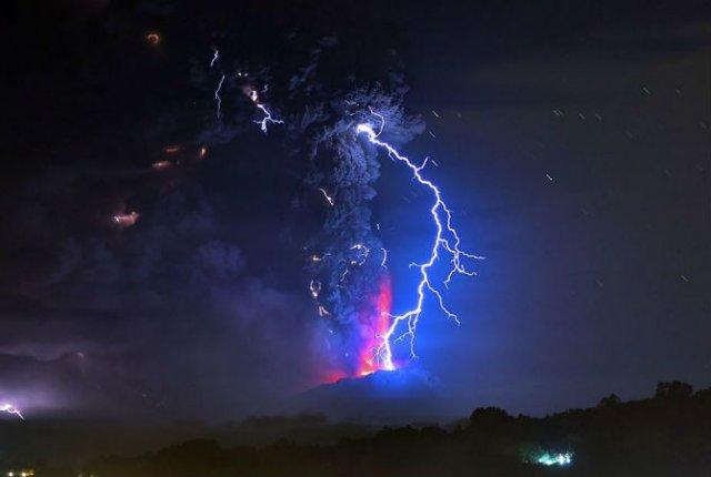 O manifestare nestapanita a vulcanului Calbuco, in 11 poze explozive - Poza 9