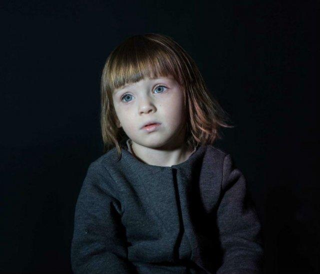Copiii zombie: 7 Micuti hipnotizati de televizor - Poza 2