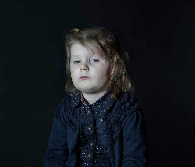 Copiii zombie: 7 Micuti hipnotizati de televizor - Poza 3