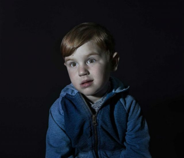 Copiii zombie: 7 Micuti hipnotizati de televizor - Poza 6