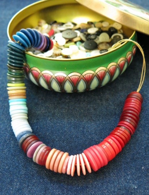 Ornamente si decoratiuni din nasturi - Poza 8