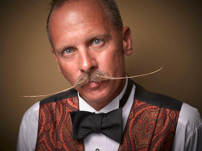 Barbi si mustati excentrice, intr-un pictorial haios - Poza 14