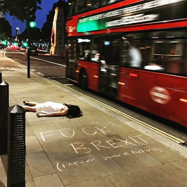 Cel mai haios mod de a protesta impotriva Selfie-urilor - Poza 3