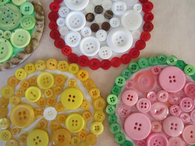 Ornamente si decoratiuni din nasturi - Poza 2