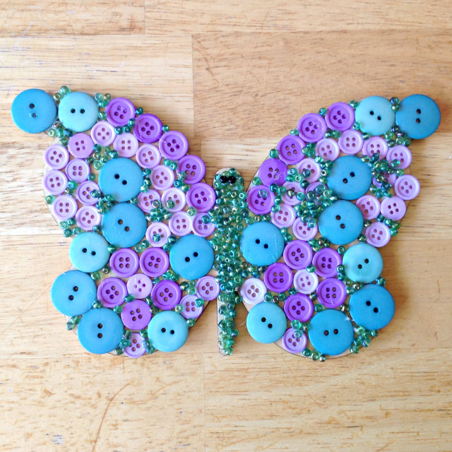 Ornamente si decoratiuni din nasturi - Poza 3