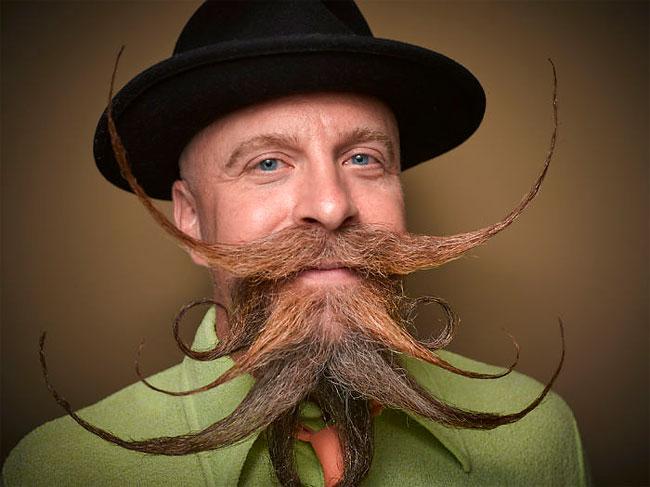 Barbi si mustati excentrice, intr-un pictorial haios - Poza 6