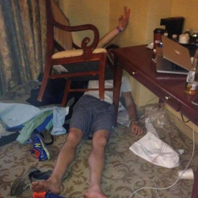 Momente stanjenitoare de la petreceri, in poze amuzante - Poza 18